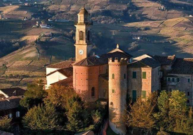 Calosso AT Castello