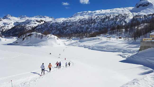 Ilago neve devero ciaspole 19 meraviglioso scenario in cui si svolge La Traccia Bianca