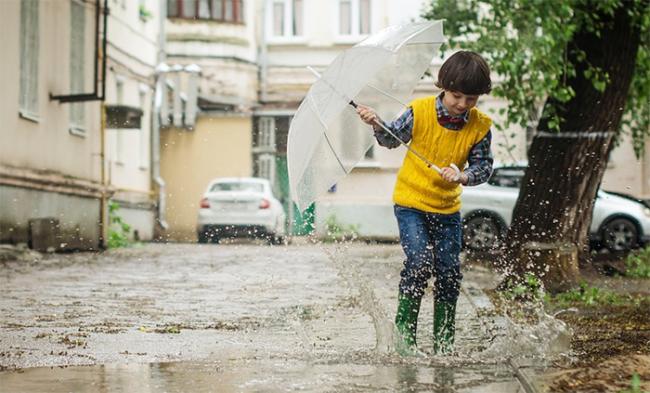 bambino ombrello pioggia
