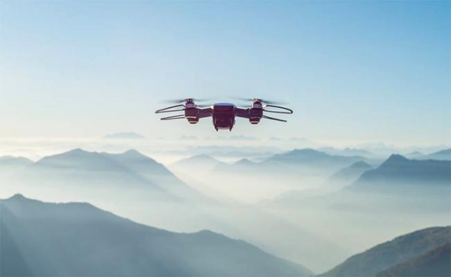 drone volo montagne