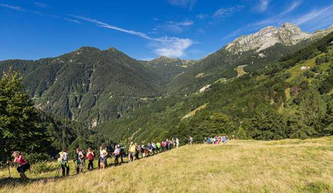 escursionisti camminata sentiero montagna turisti Musica in quota Concerti ed escursioni Piemonte ph. Marco Benedetto Cerini 25
