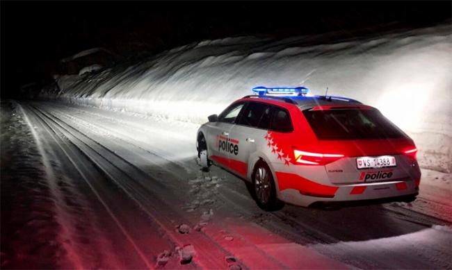 polizia auto neve notte